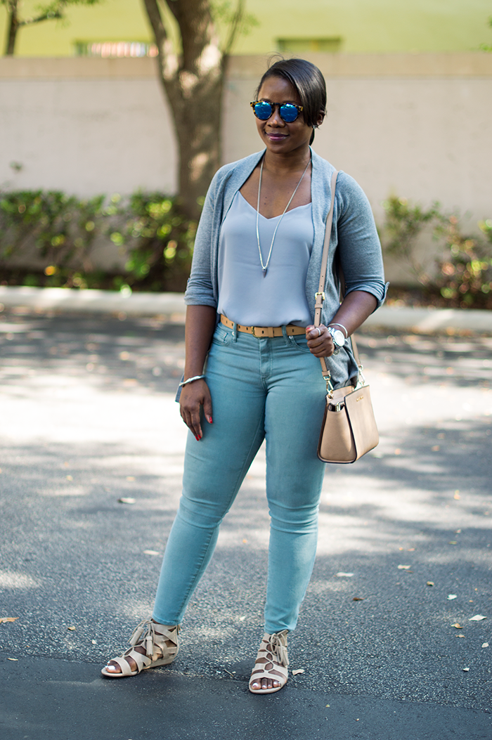 casual outfit with grey jeans neutral 1
