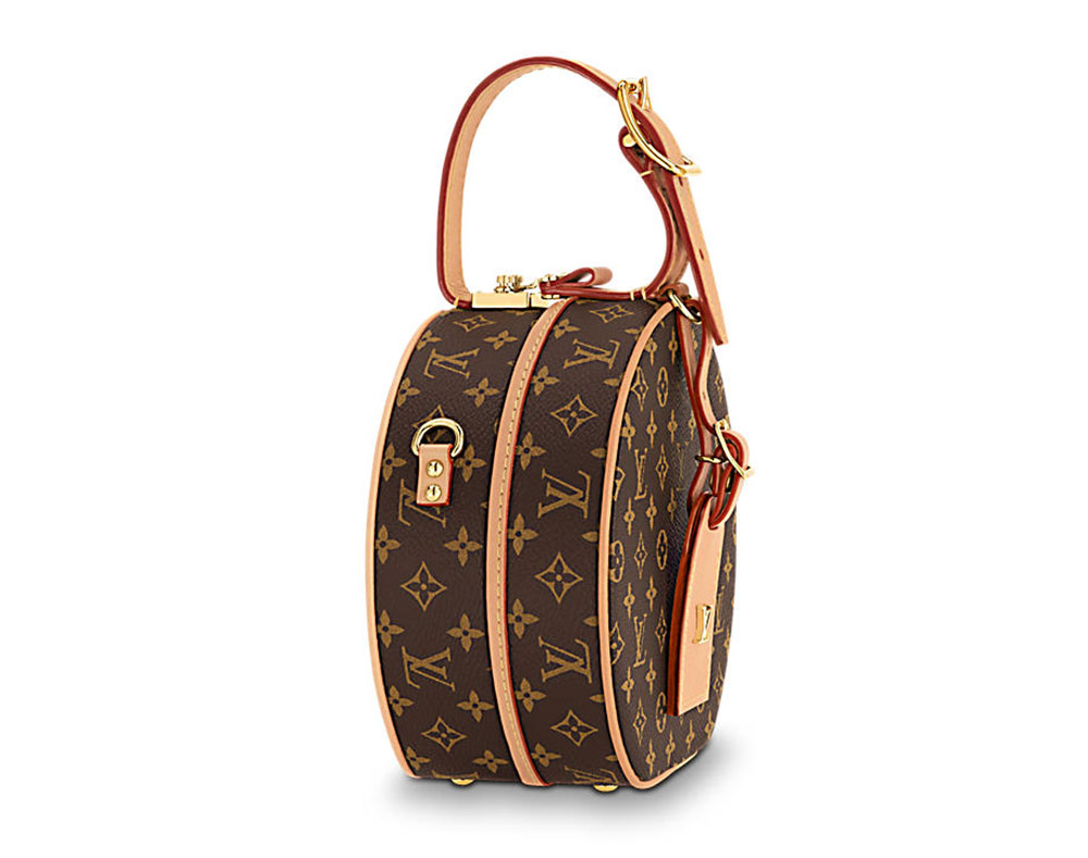108b9d017 The bag opens via a top buckle that reveals a fairly spacious and detailed  interior for such a small bag